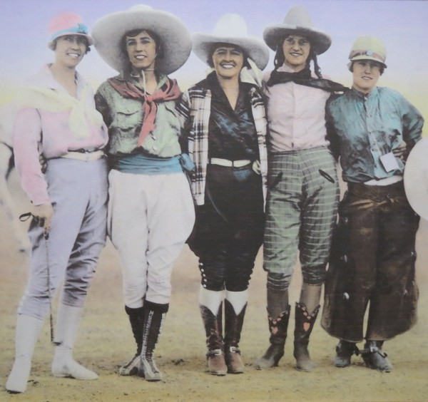 Five_Cowgirls